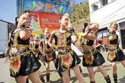清境國小同學表演雲南少數民族舞蹈開場(廖肇祥攝)