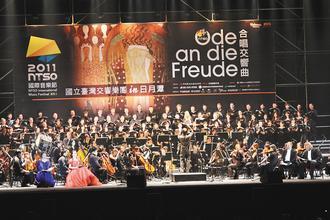 今晚國立台灣交響樂團在月潭向山湖畔深情上演「受主恩寵的少女」。(本報資料照片、記者黃宏璣/攝影)