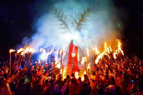 清境火把節象徵:照天祈年、除穢求吉、部落團結、薪火相傳